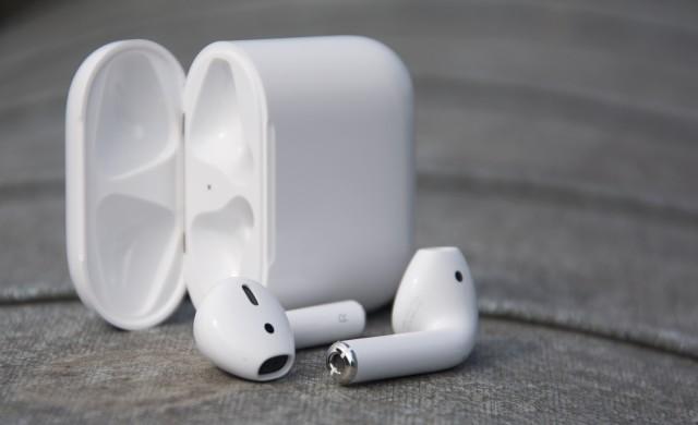 Apple Airpods със странен дефект