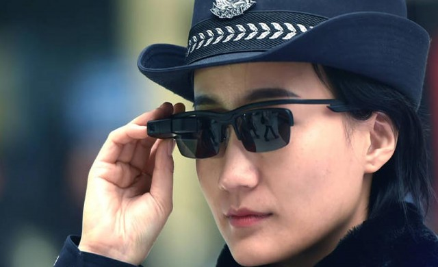 Китайската полиция разширява употребата на очила за лицево разпознаване