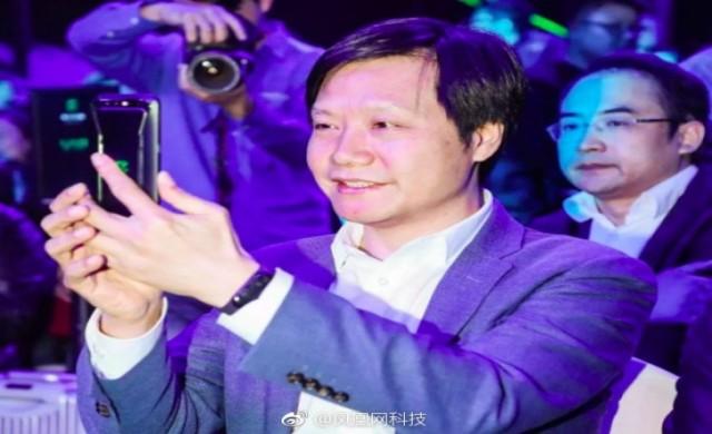 Шефът на Xiaomi неволно показа Mi Band 3