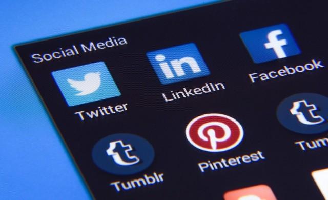 Поискаха от Facebook да спре лайковете на непълнолетните