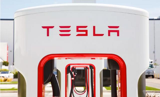 Саботират производството на Tesla?