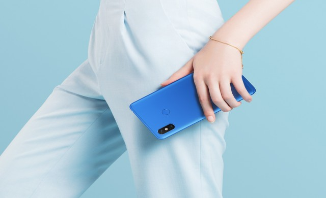 Xiaomi Mi Max 3 идва с големи екран и батерия