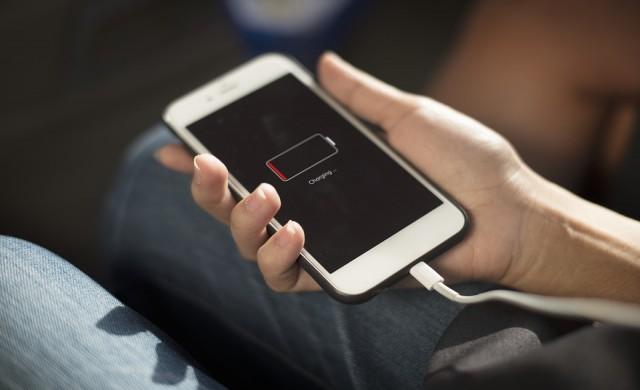 Скоро няма да зареждате смартфоните си ежедневно