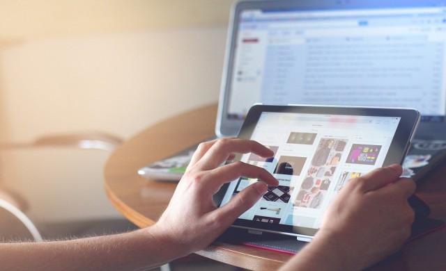 Ръст на продажбите на таблети и лаптопи