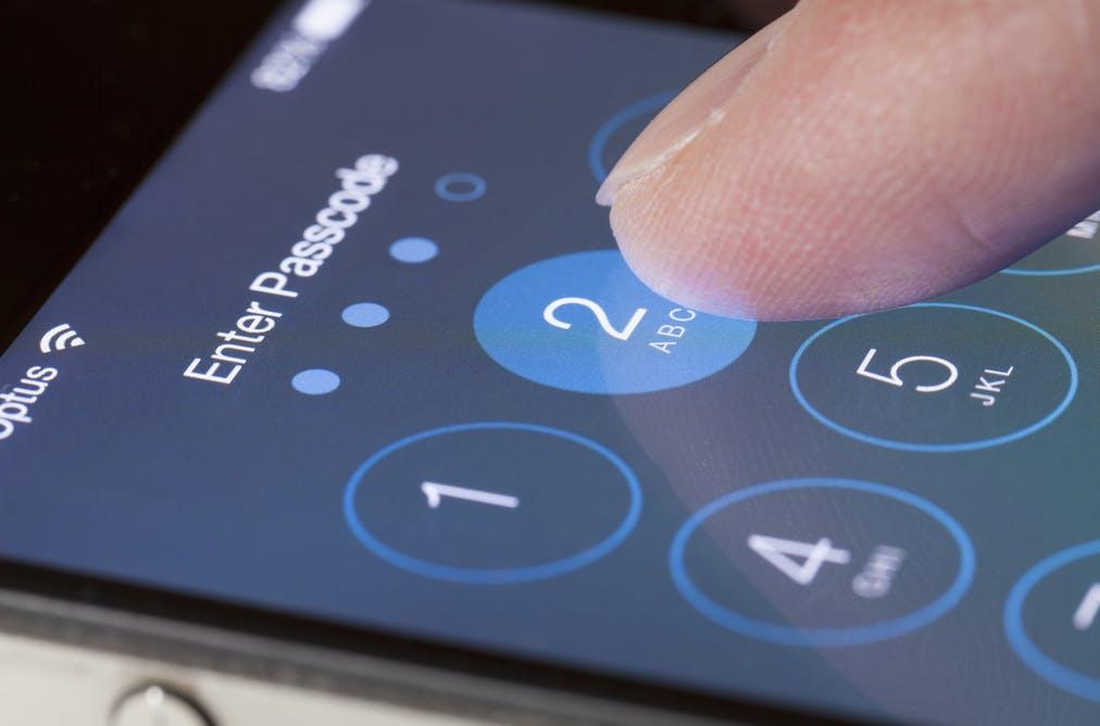 Телефонът Ви може да издаде PIN-ът Ви само, докато го държите в ръка