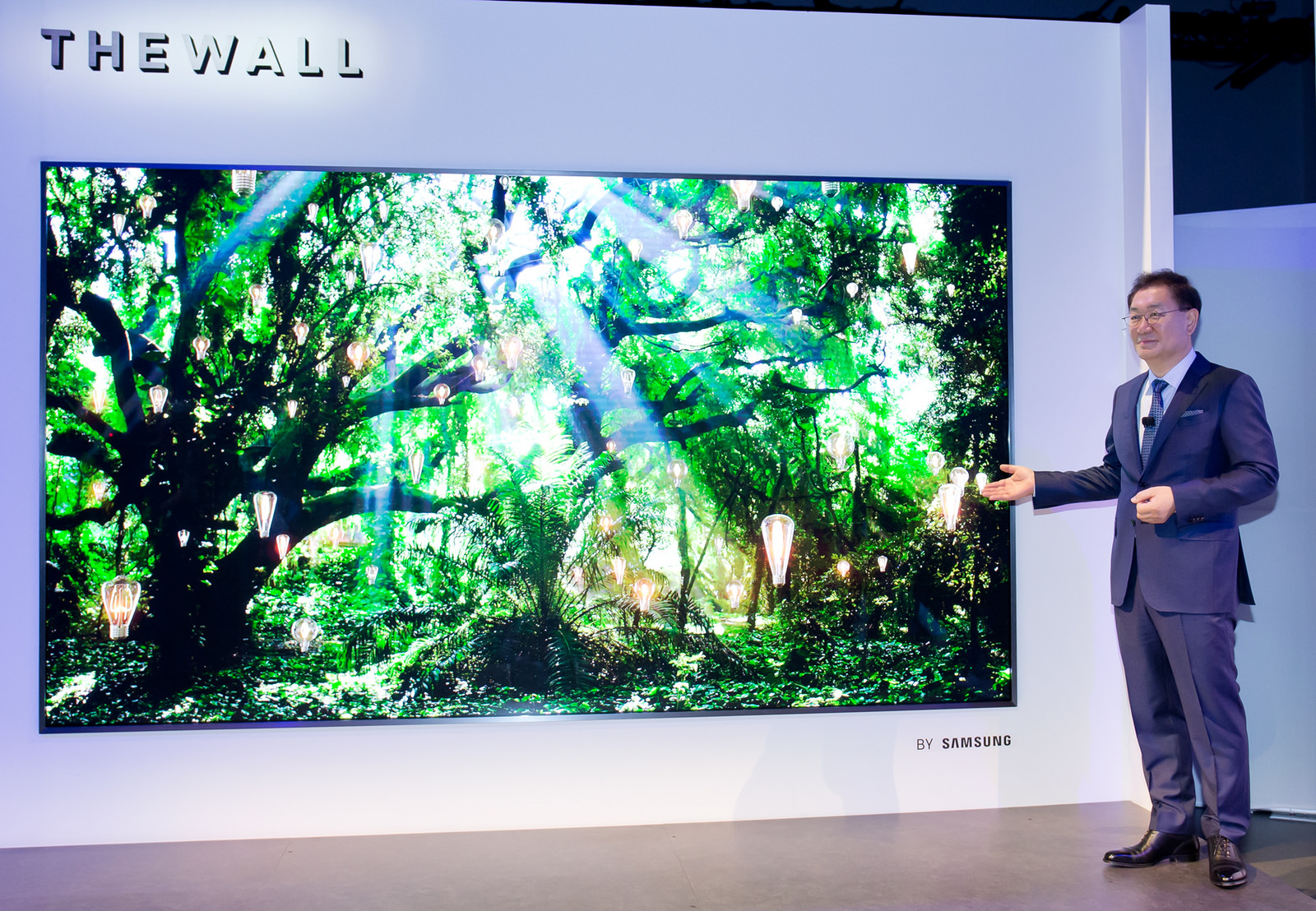 Стената на Samsung представлява 146-инчов телевизор