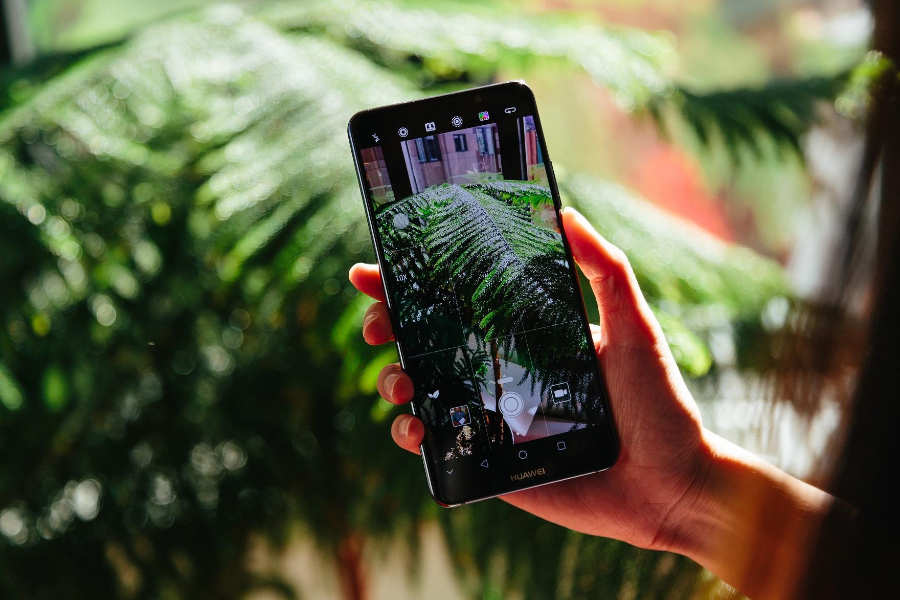 Експанзията на китайските смартфони в САЩ се отлага