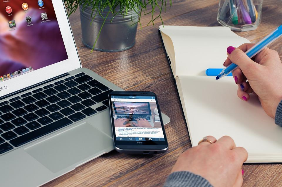 Популярни приложения за iOS записват случващото се на екрана