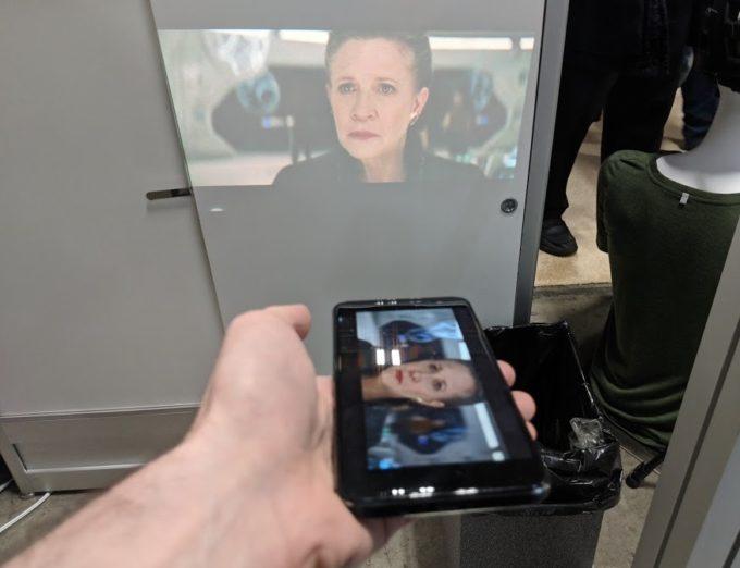 Moviphone идва с вграден проектор