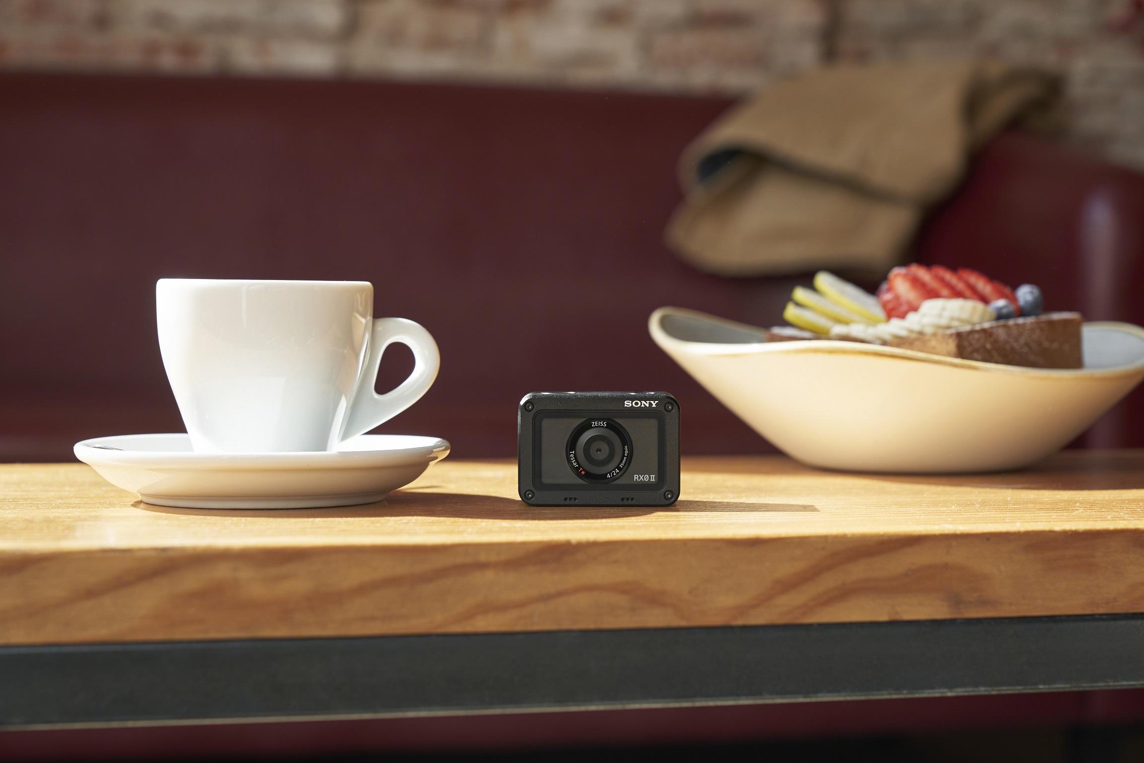 Sony представи RX0 II, най-малкия и най-лек първокласен ултракомпактен фотоапарат в света