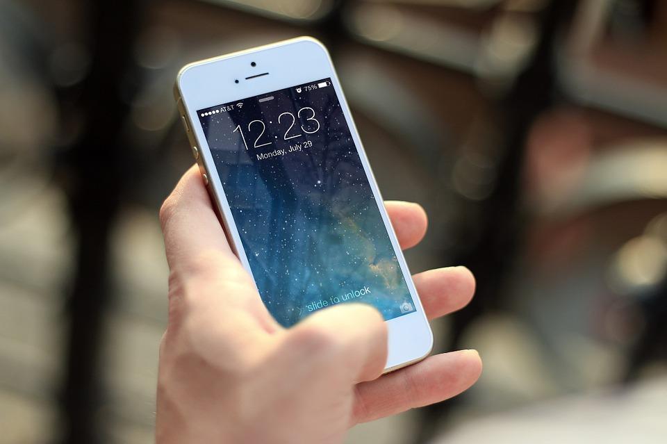 Apple изпревари Samsung по продажби на смартфони