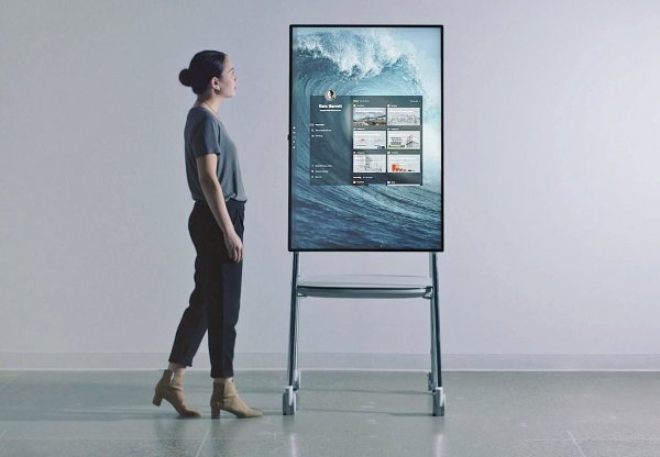 Стенният компютър Surface Hub 2