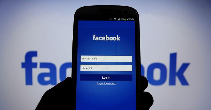 Facebook временно спира 200 приложения