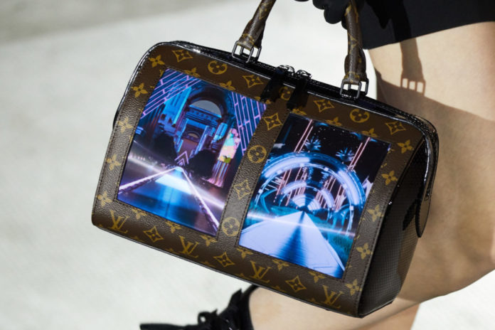 Louis Vuitton показа чанта с AMOLED екрани