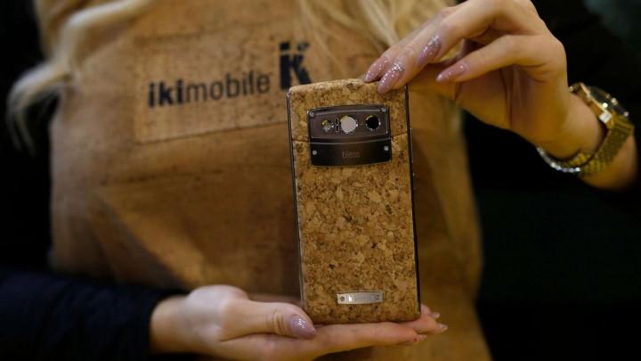 Вече може да си купите еко смартфон, той е изработен от корк